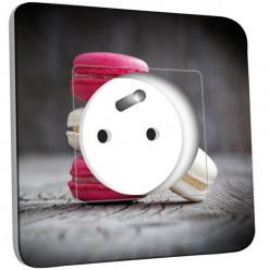 Prise décorée - Macarons Blancs/Fushia
