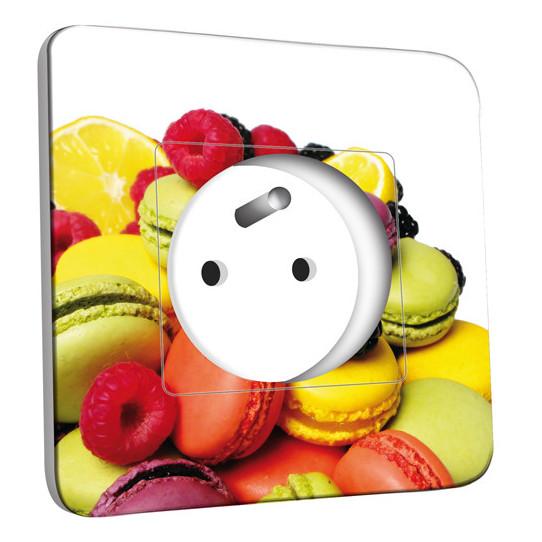Prise décorée - Fruits et Macarons